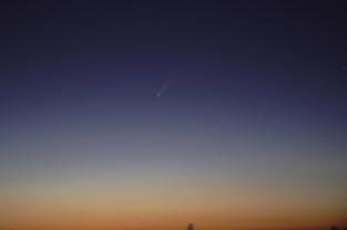 Spójrz w nocy na niebo, zobaczysz kometę