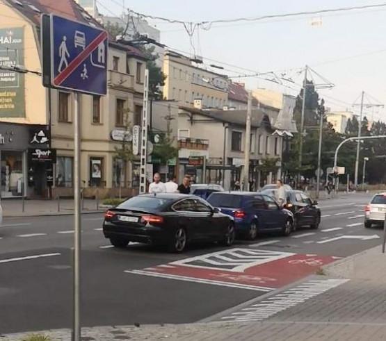 Stłuczka trzech aut na ul. 10 lutego w Gdyni