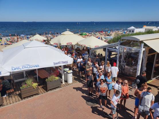Plaże i okoliczne bary zapełnione