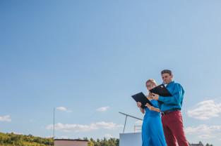 Wyjątkowy charytatywny koncert fortepianowy na dachu bloku w Sopocie