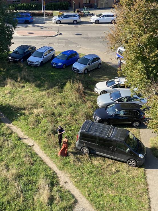 Mandaty od straży miejskiej w Gdańsku za parkowanie na zieleni