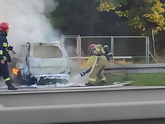 Rośnie korek na obwodnicy po pożarze auta
