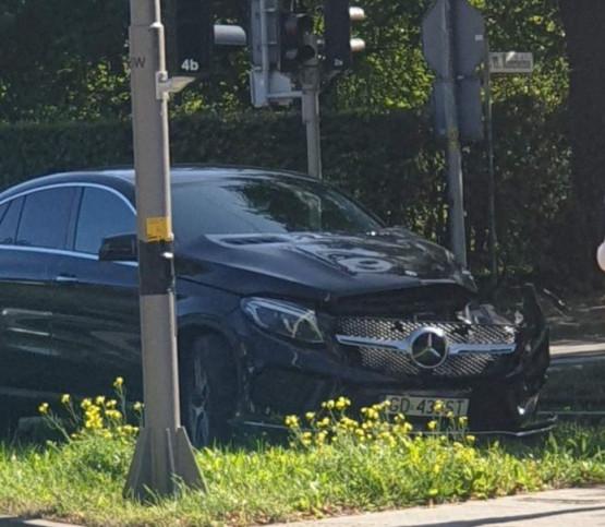 Skutki zderzenia auta z tramwajem na Siedlcach