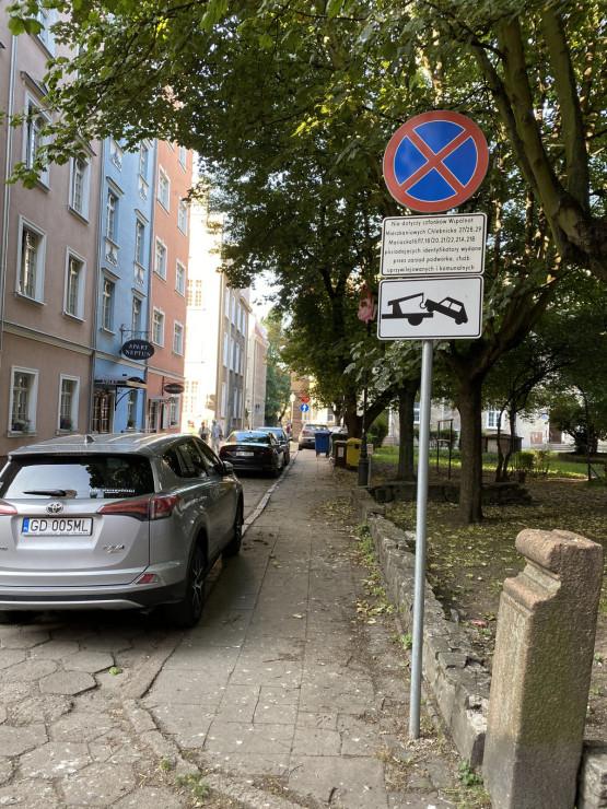 Sporny znak na ul. Grząskiej w Gdańsku