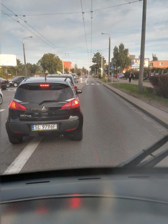 Przejazd pojazdu komunikacji w Chyloni zablokowany