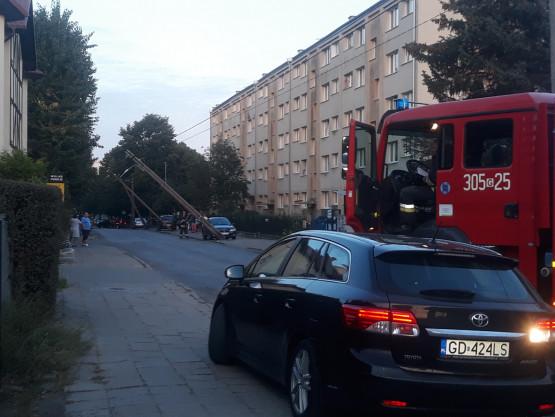 Śląska zablokowana przez pochylone słupy energetyczne