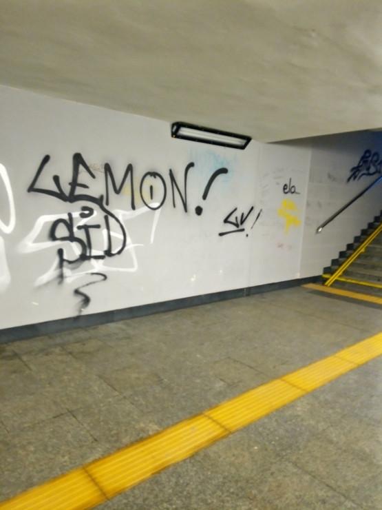 Brzydkie graffiti w Cisowej