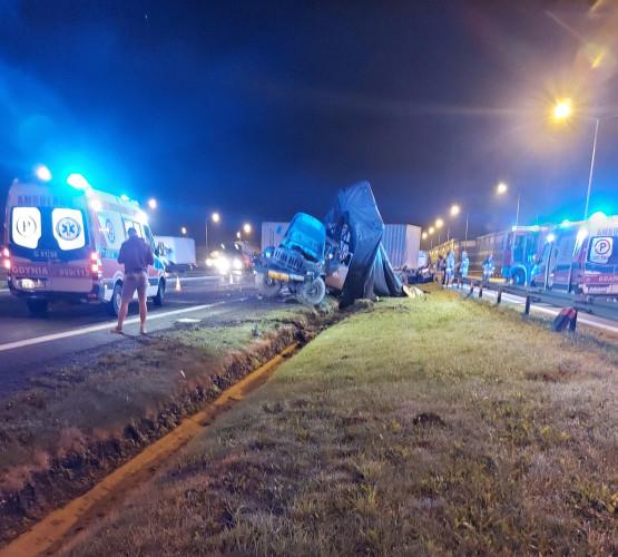 Wypadek wojskowej ciężarówki z tirem