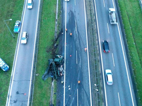 Widok z powietrza na skutki wypadku na obwodnicy