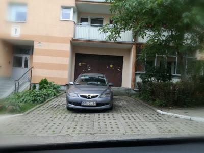 Miejsce dla dwóch samochodów,ale w Pucku nie myślą o innych
