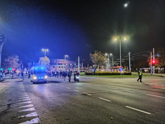 Manifestanci idą w kierunku Oliwy