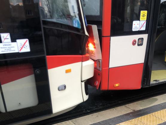 Zderzenie tramwaju i autobusu na Warneńskiej