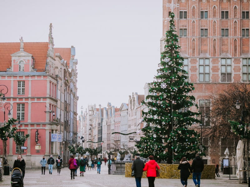 W Gdańsku już święta. Na Długim Targu stanęła choinka