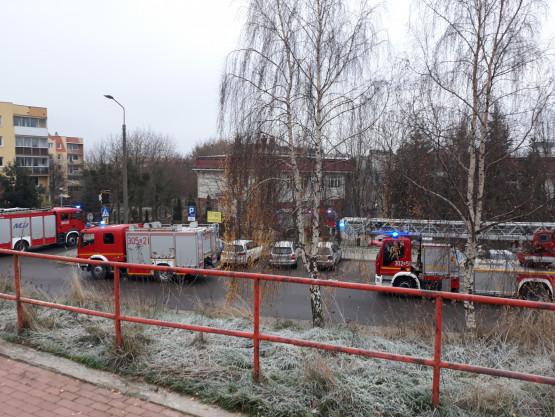Kilka jednostek Straży Pożarnej  przy SP 8 Gdańsk ul. Dragana.