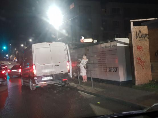Kurierzy utrudniają przejazd  na Legionów w Gdyni