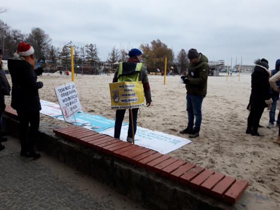 Stolik wolności rozstawił sie w Gdyni na plaży