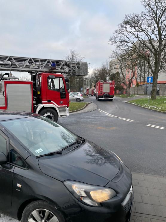 4 zastępy straży pożarnej na Morenie  przy kościele