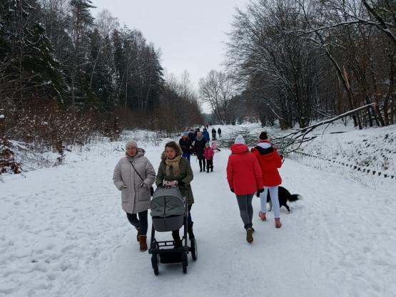 Rodzinnie i tłumnie wzdłuż Potoku Wiczlińskiego