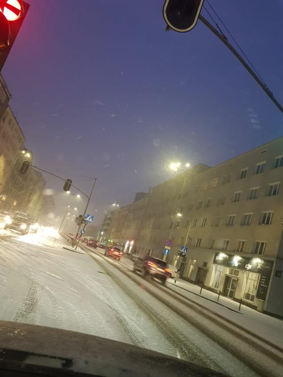 Ślizgawka i śnieg na Śląskiej