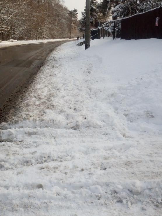 Nieodśnieżone chodniki na Stogach