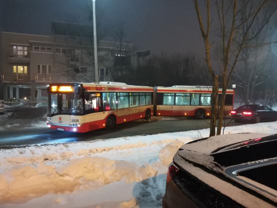 Autobus 127 zablokował ul. Wileńską