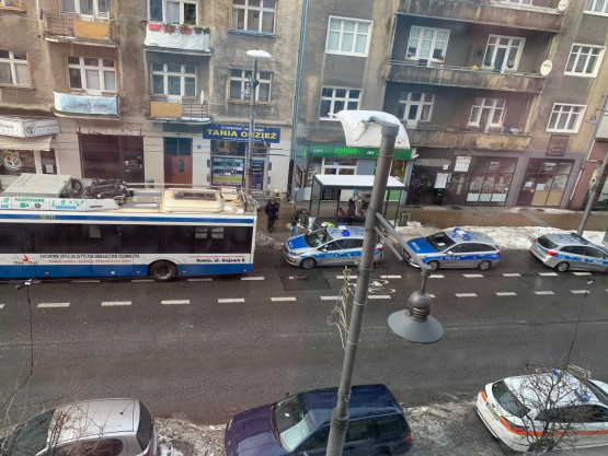 Kolizja trolejbusu  i radiowozu na Świętojańskiej