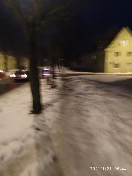 Śliskie chodniki na Chełmie