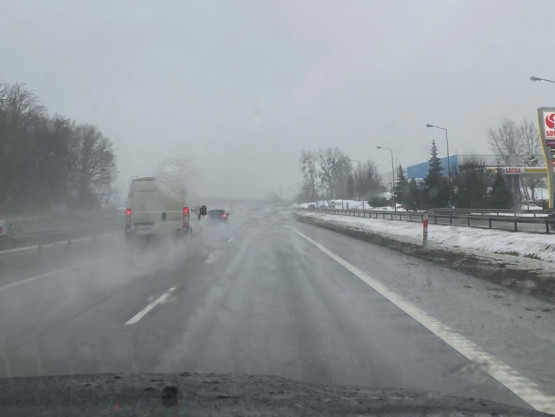 Utrudniona widoczność na obwodnicy ze względu na warunki pogodowe