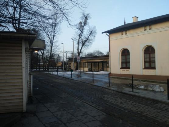 Policja jeździ po chodniku w Oliwie