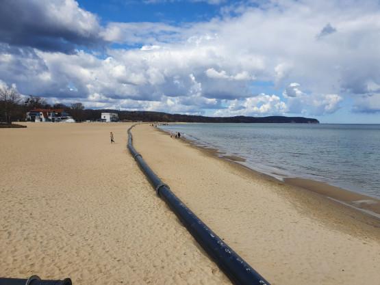 Rura na plaży w Sopocie. Po co?