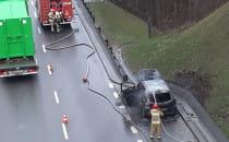 Strażacy ugasili płonące auto na est....