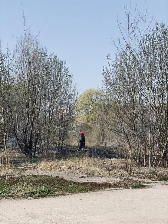 Pożar trawy na terenach starej Blaszanki