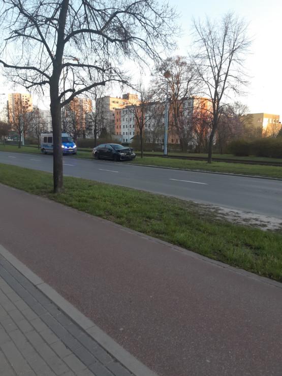 Policyjne auto staranowane podczas pościgu