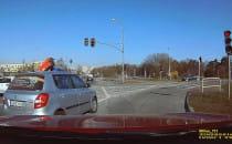 Na czerwonym w prawo z pasa do jazdy na...