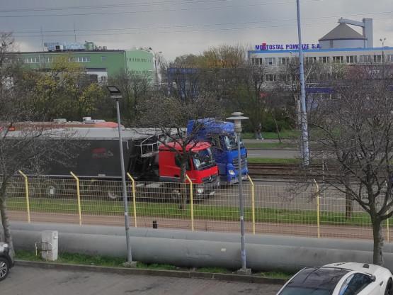Dwa TIR-y korkują dojazd do ronda w Letnicy
