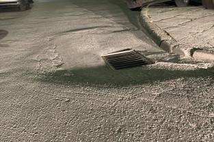Głębokie dziury na jezdni na Zaspie