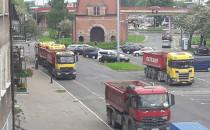 Ciężarówki blokują parking przy Długich...