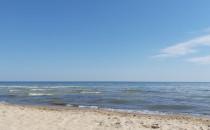 Zabrudzona woda przy plaży w Jelitkowie