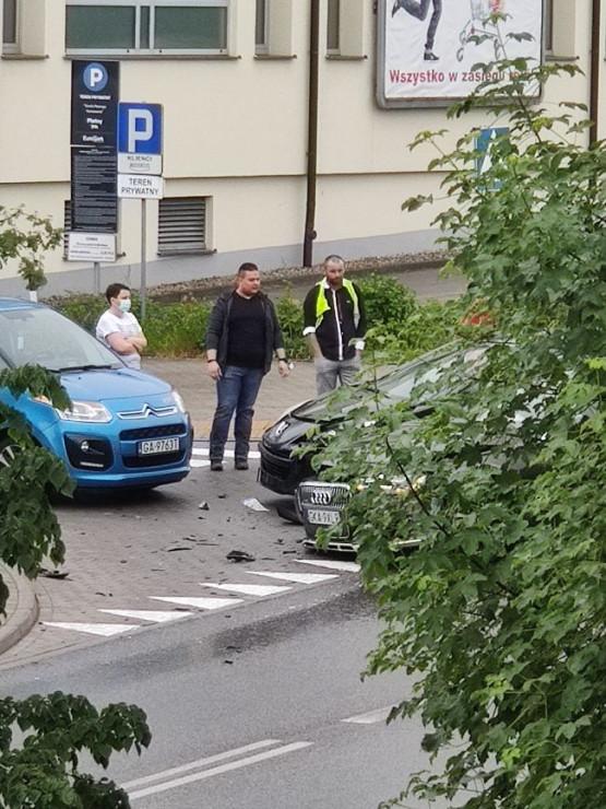 Zderzenie trzech aut na Fikakowie
