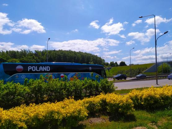 Polska reprezentacja w drodze na lotnisko