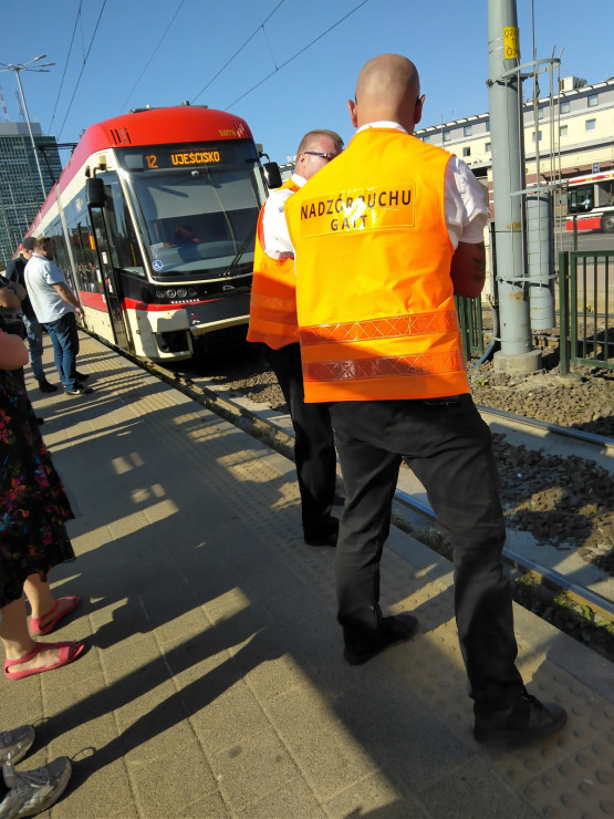 Stoją tramwaje na wys. dworca w Gdańsku