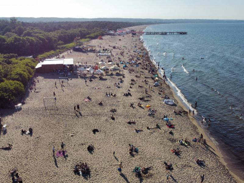 Sporo osób korzysta z pogody na plaży w Brzeźnie