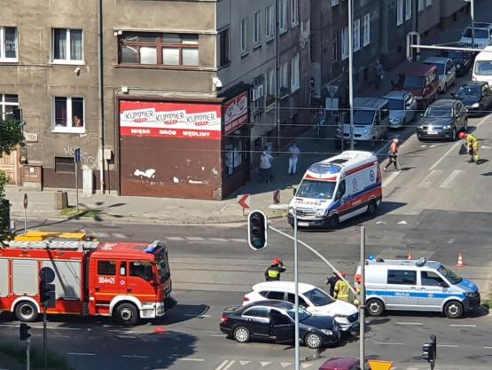 Skutki wypadku na skrzyżowaniu Hallera i Kościuszki