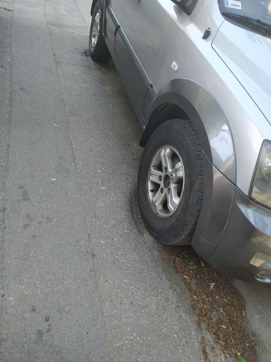 Nielegalne parkowanie na chodniku