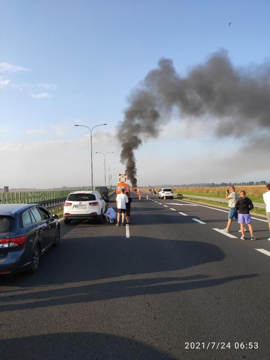 A1 pożar auta