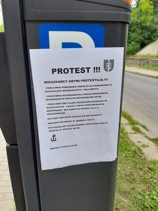 Protest mieszkańców przeciw opłatom za parkowanie w Gdyni