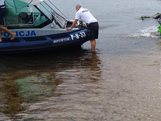 Orłowo: morze wyrzuciło na brzeg skuter wodny
