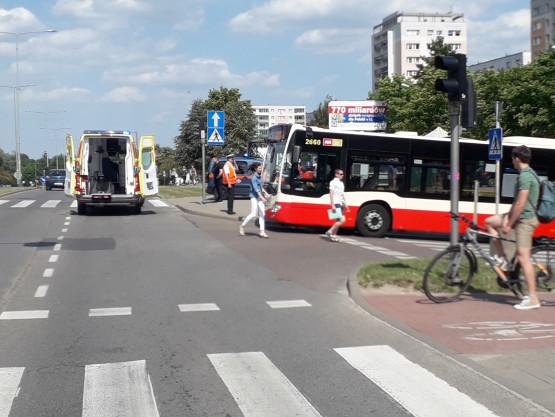 Potrącenie pieszego przez autobus 210