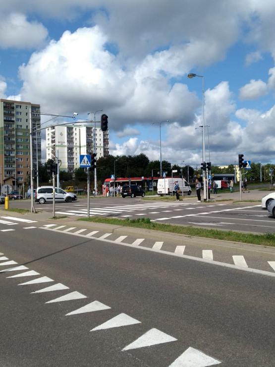 Zatrzymanie tramwajów na Sikorskiego na Chełmie i przyjazd policji