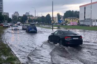 Staw na skrzyżowaniu Obrońców Wybrzeża i Kaczyńskiego